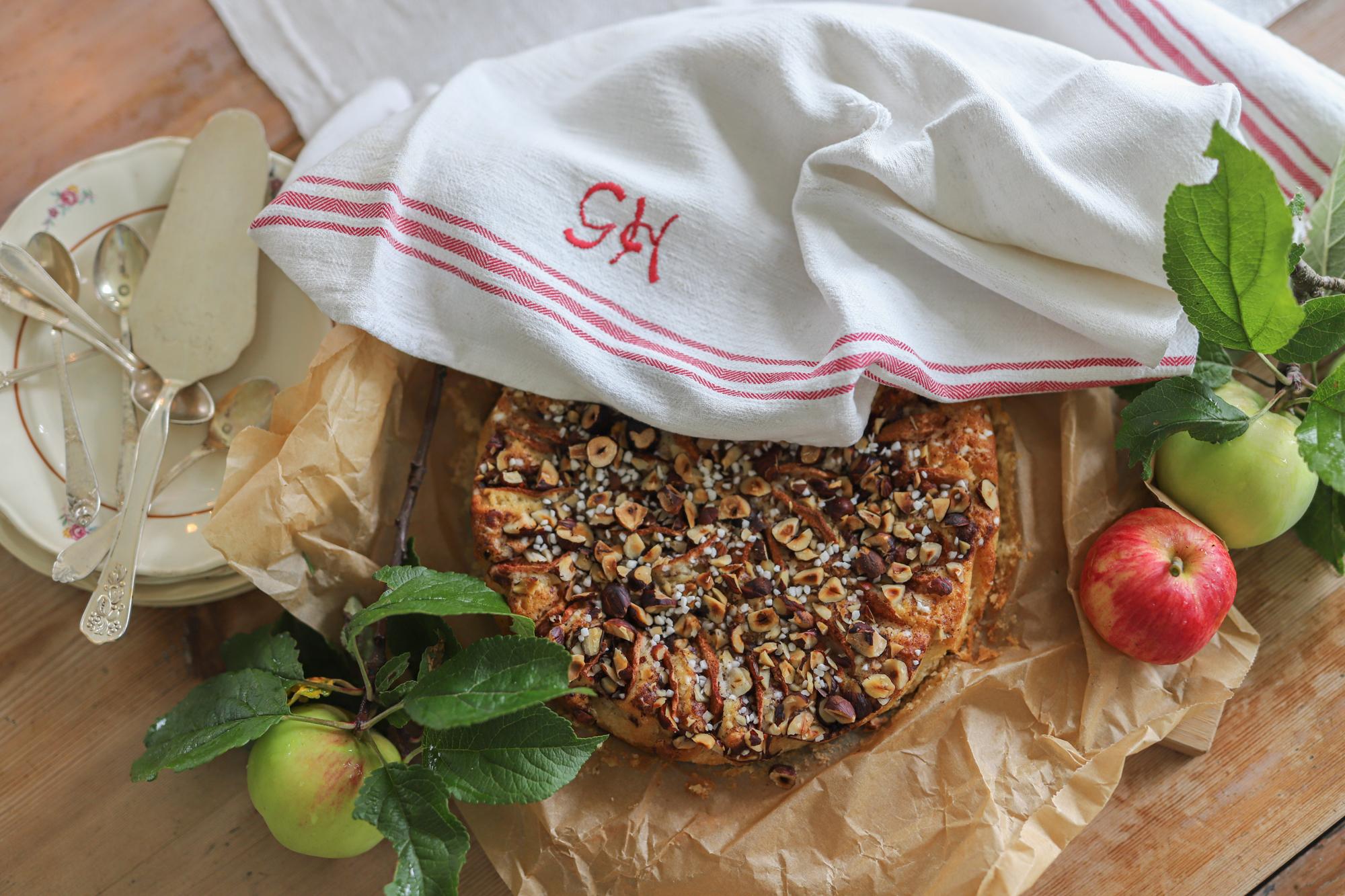 Att ge receptet på Den Godaste Äppelkakan.