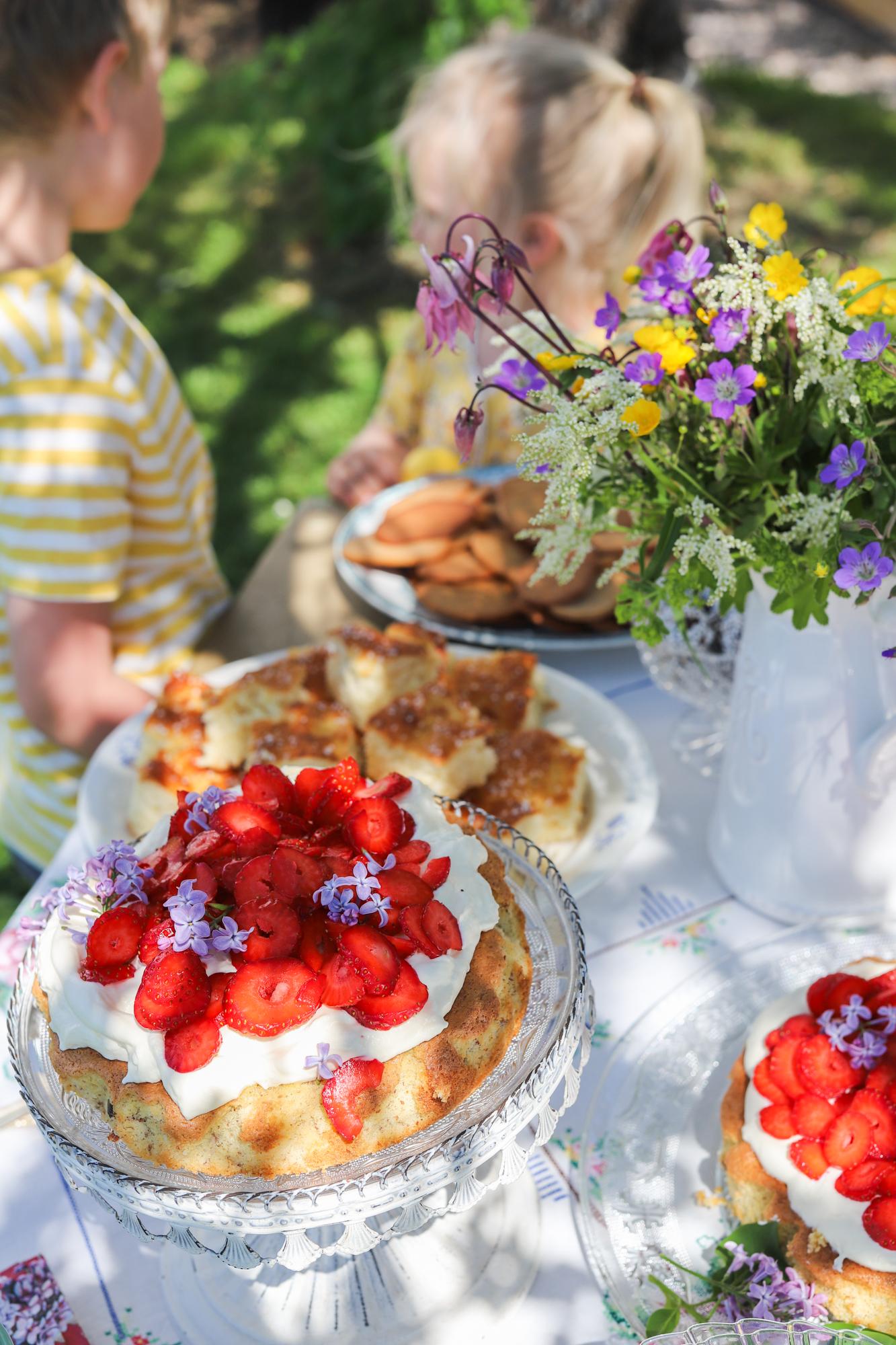 Kalasglimtar och Recept på Mandeltårta med jordgubbar!